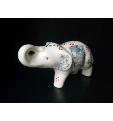 Eléphant gris et rouge