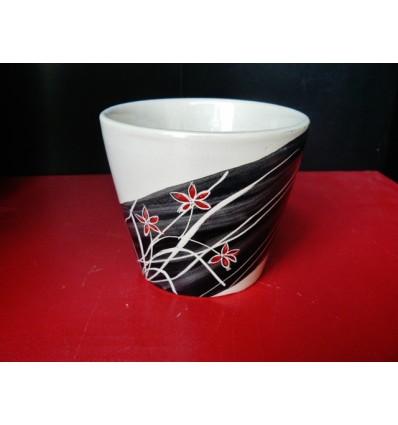 Tasse à expresso ondée noire et rouge